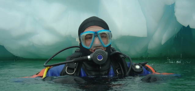 DIVING IN ANTARCTICA
